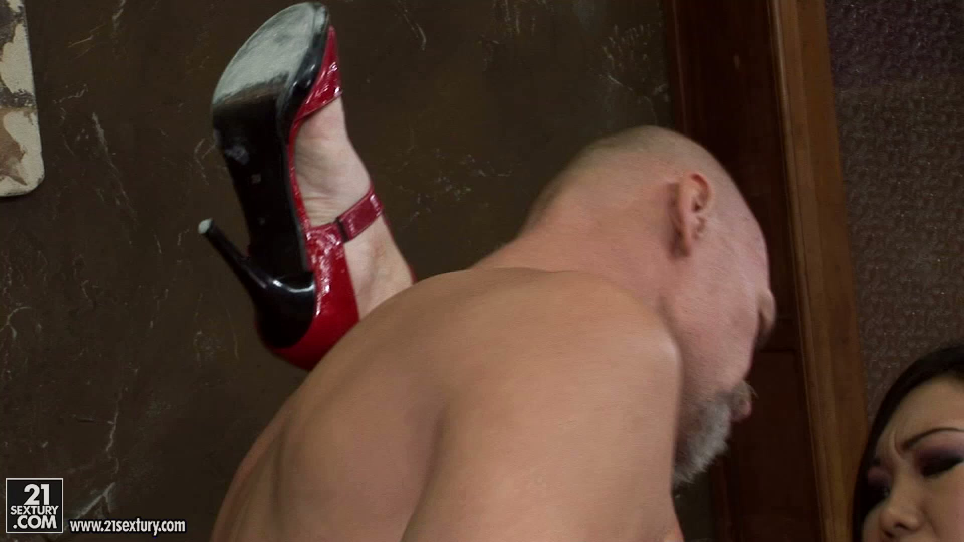 Double dick penetration suits spoiled Yiki perfectly for reaching orgasm