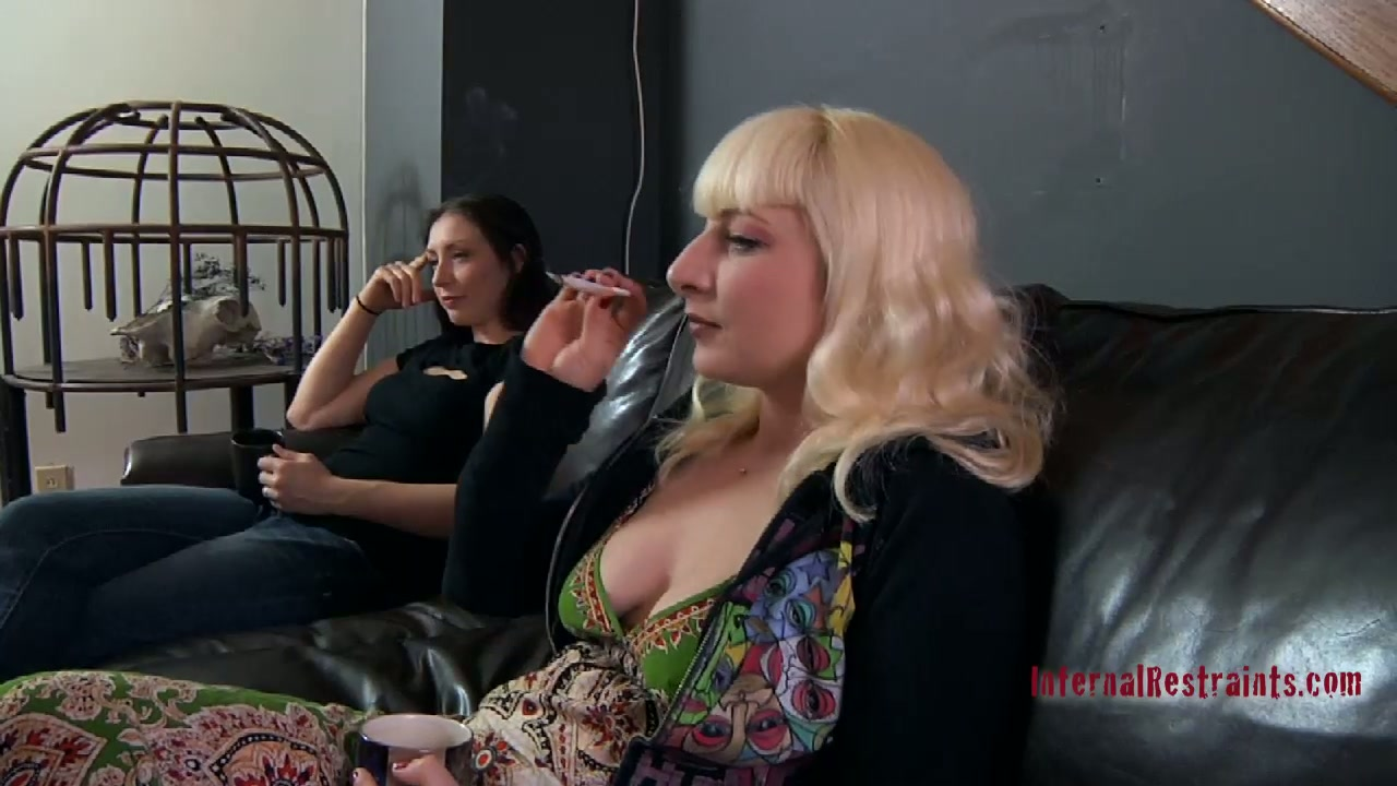 Mature blonde fattie Olivia Rose has fun in BDSM game
