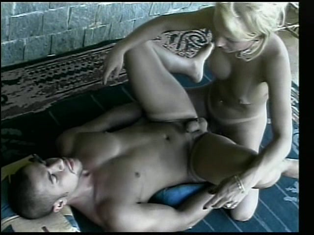 Shemale Nikki drills her boyfriend and gets her anal hole drilled