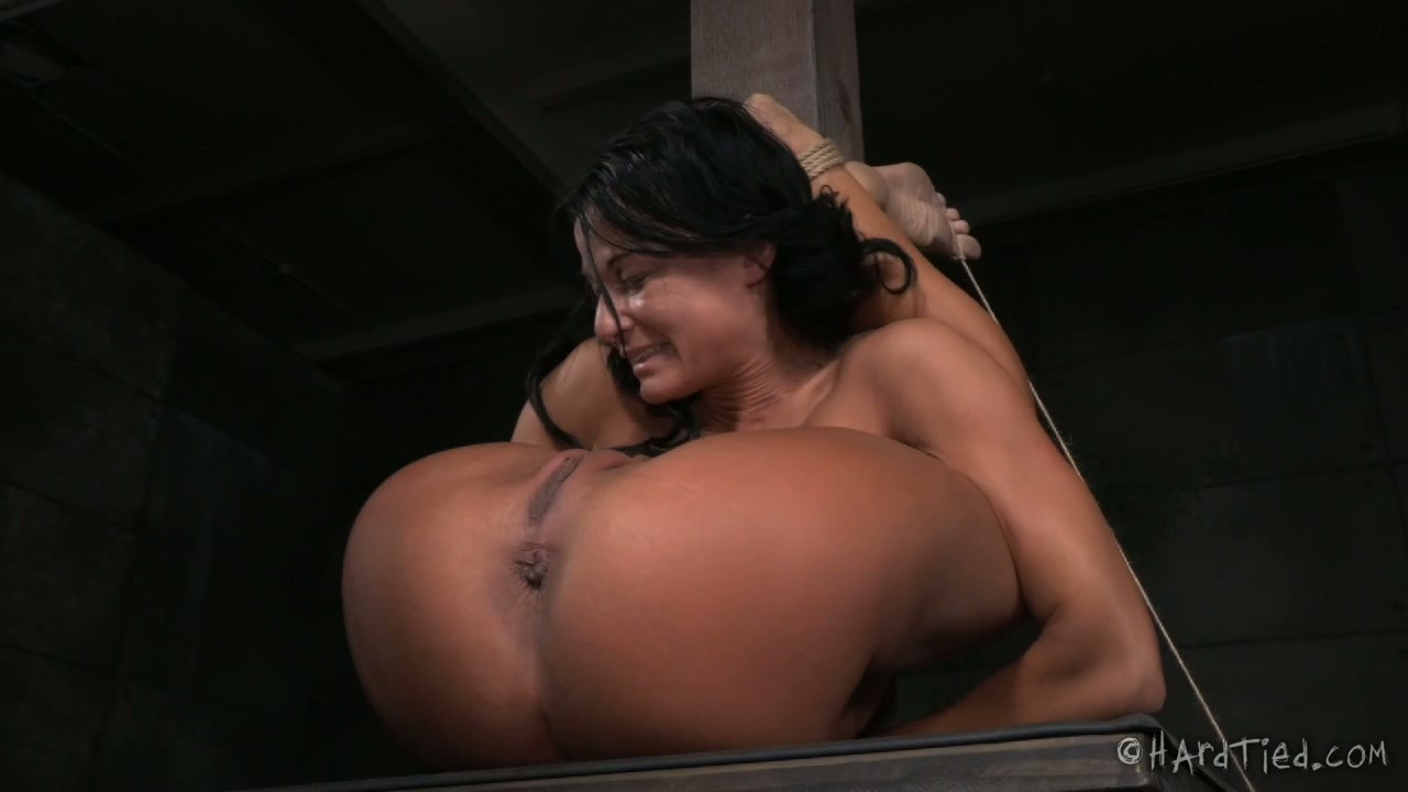Flexible brunette slut lriver shows off her skills in BDSM porn clip